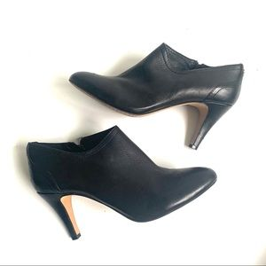 VINCE CAMUTO BLACK BUTTER LEATHER HEELED BOOTIES